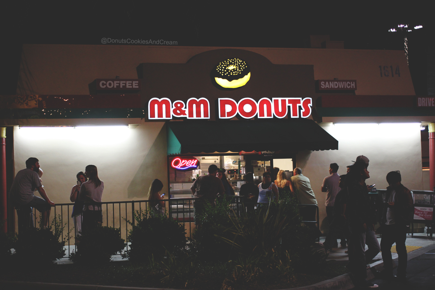 MMFront M&M Donuts   Blueberry Donuts are STILL Buzzin