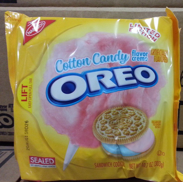 Screen Shot 2015 02 25 at 10.35.43 PM Skip the fair and get these Cotton Candy Oreos