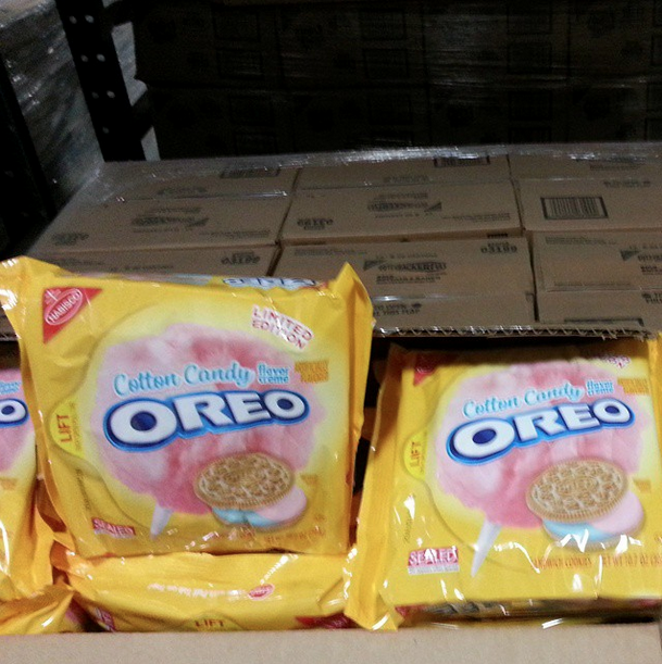 Screen Shot 2015 02 25 at 10.36.16 PM Skip the fair and get these Cotton Candy Oreos